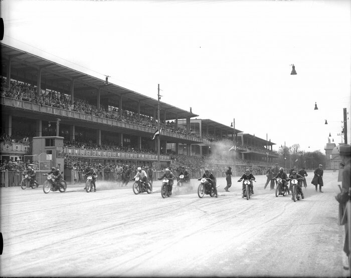 Foto Blick auf die Tribünen während eines Motorradrennens, 1937 Bildachiv Nationalbibliothek